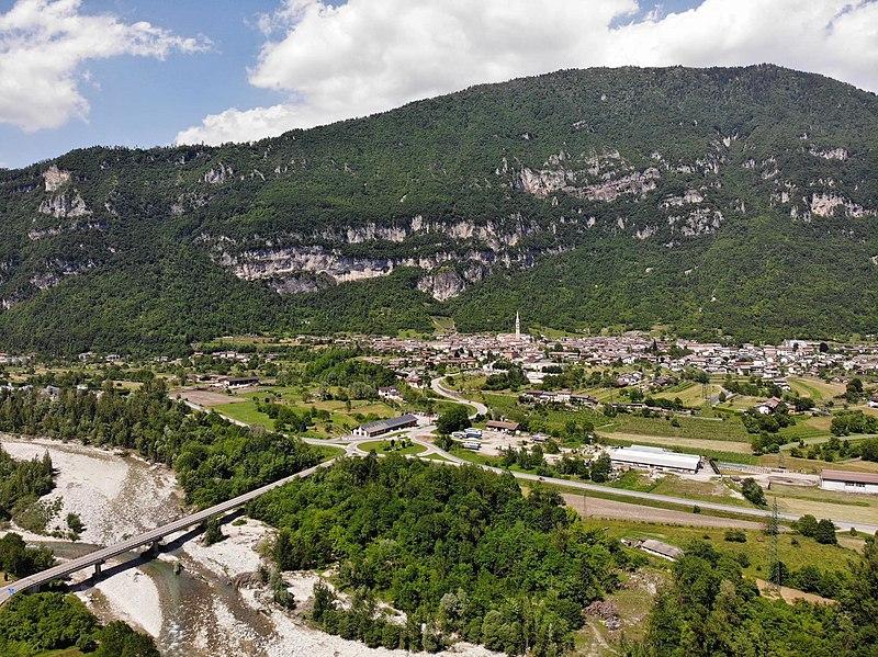 Panorama di Fonzaso, del ponte di Frassenè e del Monte Avena fotografati dal Monte Vallorca