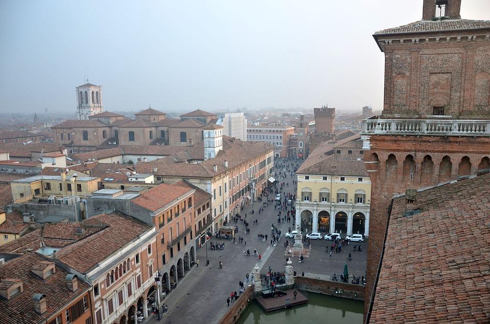 Visita a Ferrara. <br> La corte degli Estensi