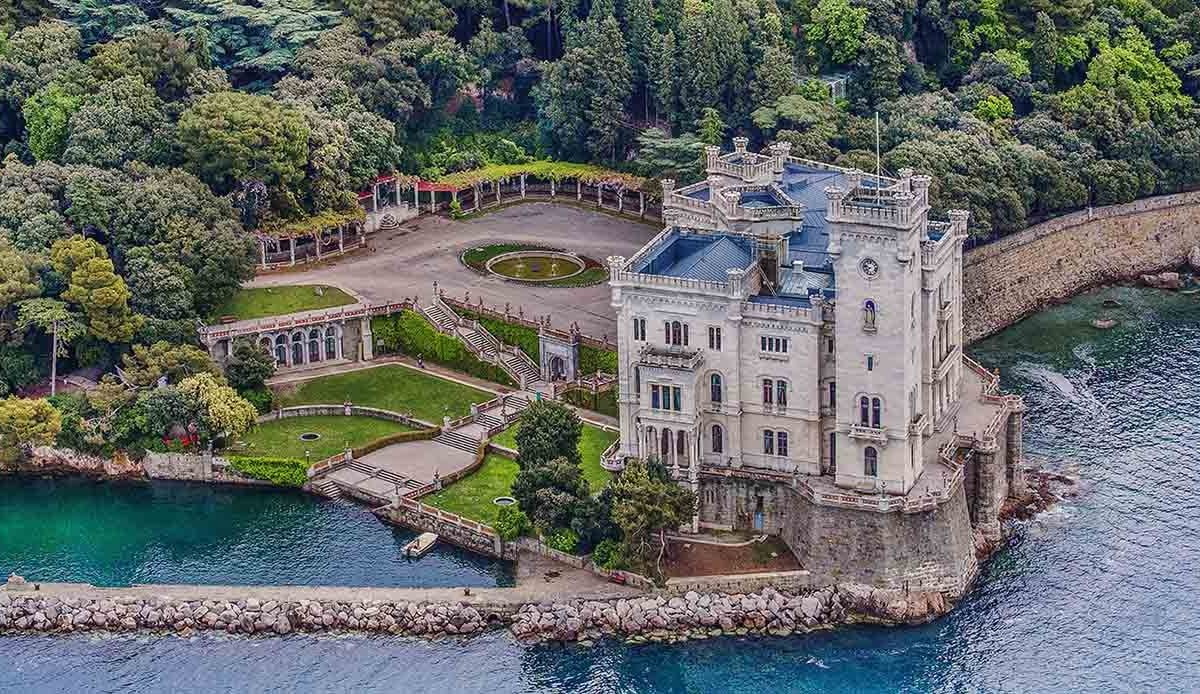 Il castello di Miramare a Trieste
